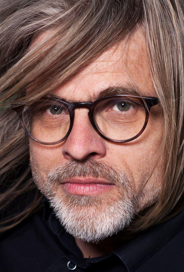 Rob van Essen is geen writer's writer meer. 'Ik moet uitkijken dat ik dit niet als een eindpunt ga zien.' Beeld Martijn Gijsbertsen / HH