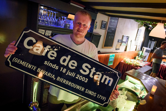 Bas van Keulen in zijn café De Stam.