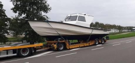 Honderden kilo's cocaïne in haven Breskens en op strand Zoutelande - drie mannen aangehouden