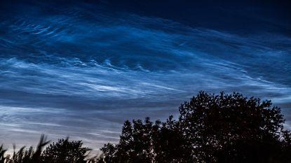 Lichtende nachtwolken zorgen voor sprookjesachtige hemel boven Vlaanderen