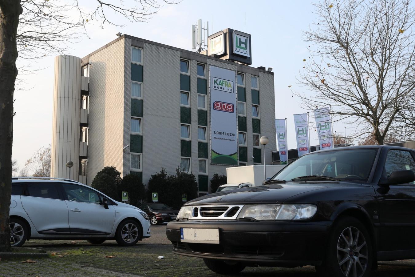 Het voormalige NH Hotel in Best. Hier komen onder anderen arbeidsmigranten te wonen.