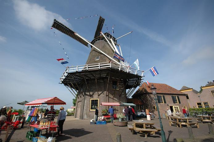 De vlag kan uit bij Korenmolen De Zwaluw na het winnen van een geldprijs van 50.000 euro.