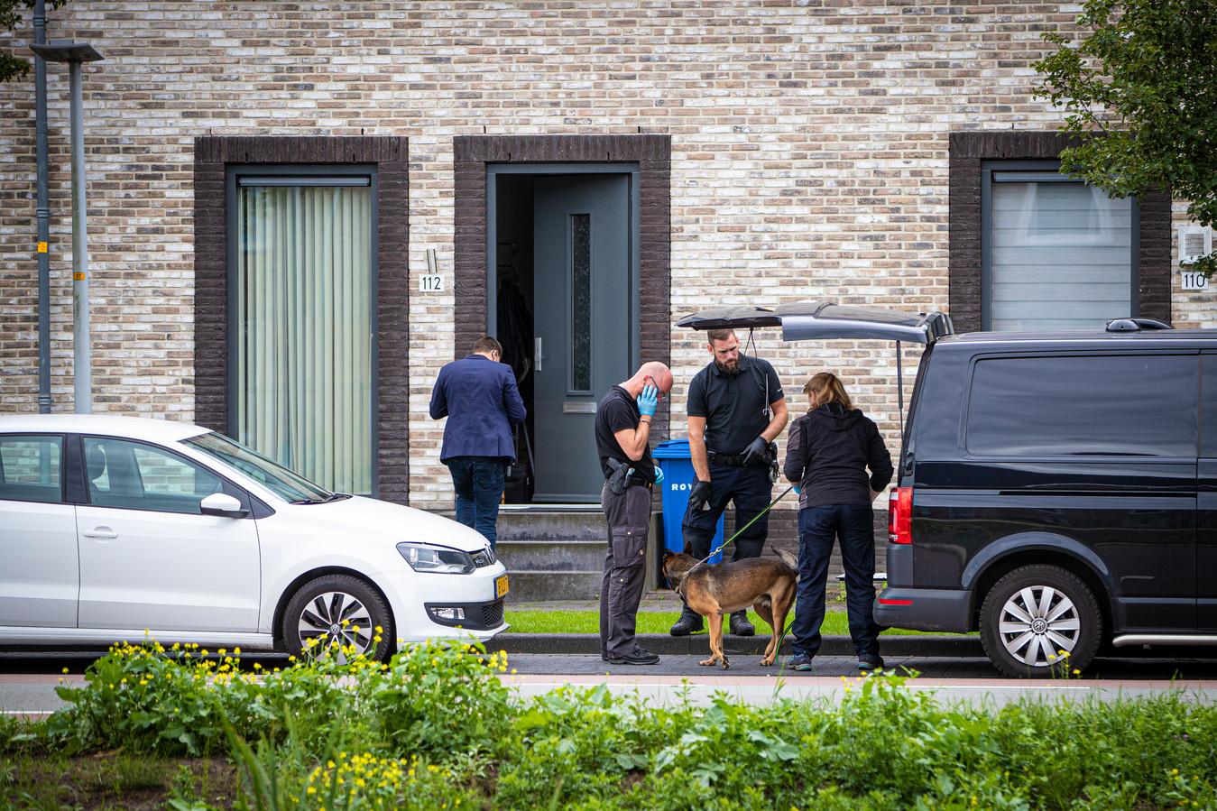 De politie doorzocht bij de grote politie-actie eind augustus een woning aan de Jac P. Thijsselaan waar een van de hoofdverdachten woont, en gebruikte daarbij onder meer speurhonden.