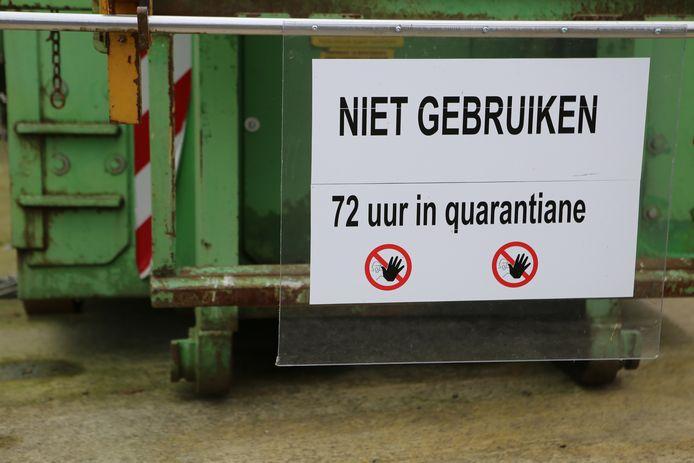 Afvalcontainers worden 72 uur in quarantaine geplaatst.