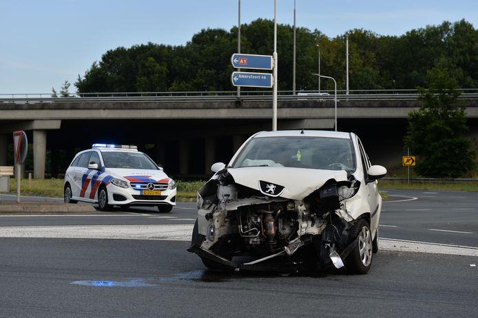 Er vielen bij beide ongelukken geen gewonden, maar de betrokken voertuigen liepen wel flinke schade op.