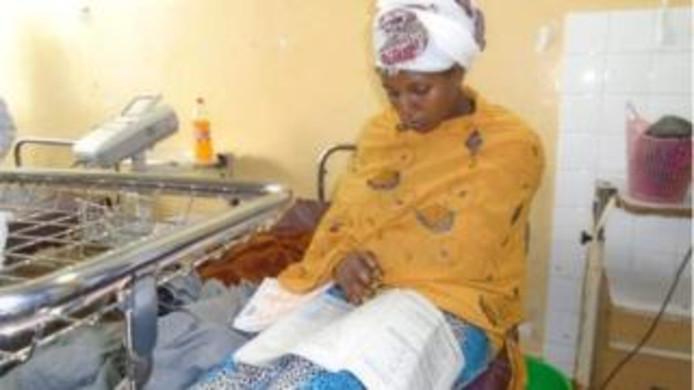 Een vrouw in Ethiopië heeft 30 minuten nadat ze was bevallen van een zoon haar schoolexamens afgelegd in het ziekenhuis.
