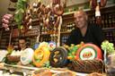 De historische buurt/ bazaar, waar Ali Gündüz zijn delicatessenwinkel Arzum Sharküteri runt, is de voorloper van de supermarkt, alles is er te krijgen.