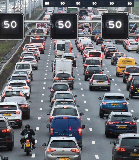 Op sommige snelwegen alweer net zo druk als voor de crisis