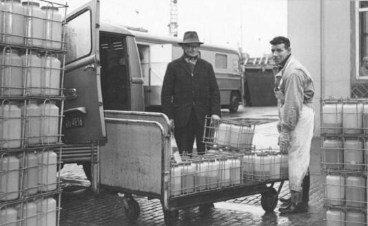 De 'pismannekes' haalden de flessen met urine aan huis op.