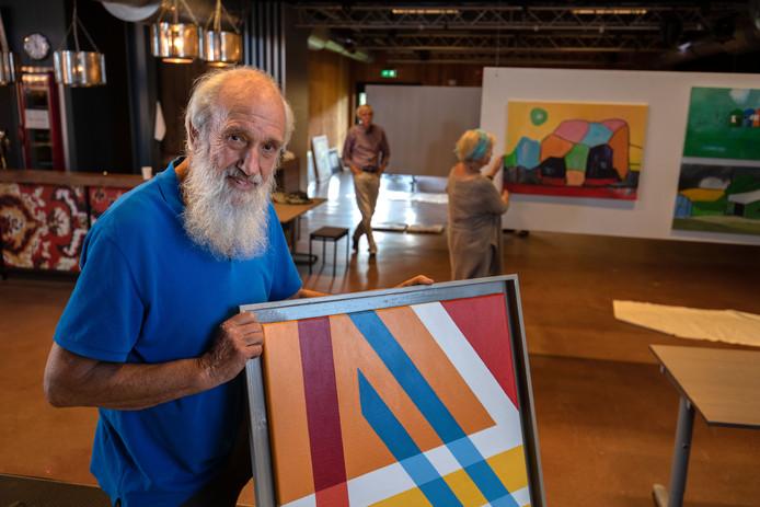 """De Varfdeuze viert het zestigjarig jubileum met een expositie in 't Ukien. Jan Brokkelkamp doet niet mee aan kunstzinnige trends. ,,Mijn vrije werk blijft abstract."""""""