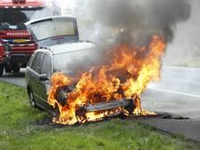 Auto uitgebrand op A28 tussen 't Harde en Wezep, rijstrook afgesloten