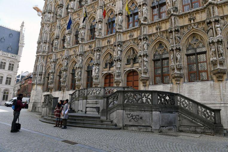 In het historische stadhuis overhandigden de jongeren hun ideeën aan de politieke partijen.