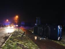 Ontsnapping via dak na aanrijding met lantaarnpaal op Laarakkerweg Oisterwijk