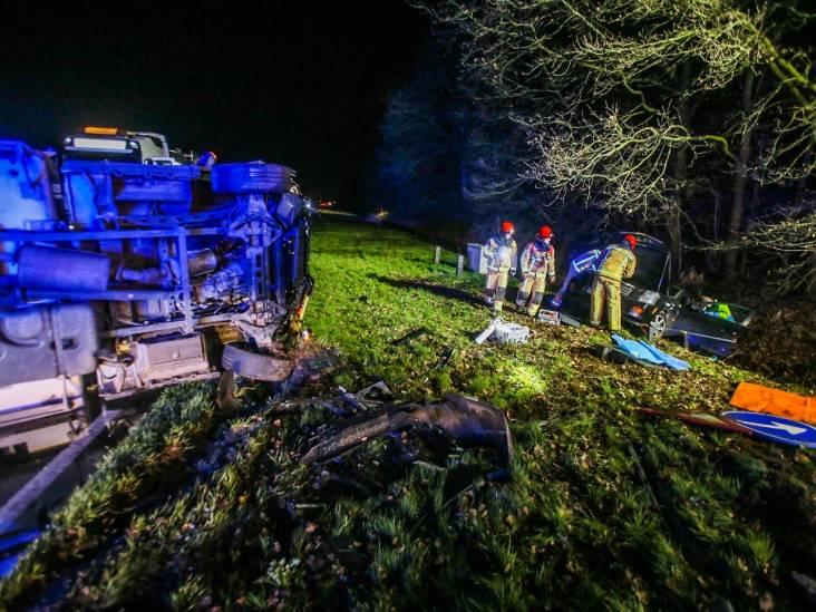 Ernstig ongeluk op N279 bij Asten, twee slachtoffers bekneld in auto