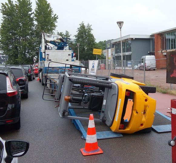 De heftruck denderde tijdens het lossen van een trailer