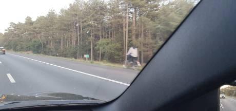 Snelwegfietser op A28 bij Nunspeet krijgt boete