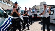 IN BEELD. Politie en zorgpersoneel geven elkaar overdonderend applaus aan Universitair Ziekenhuis Antwerpen
