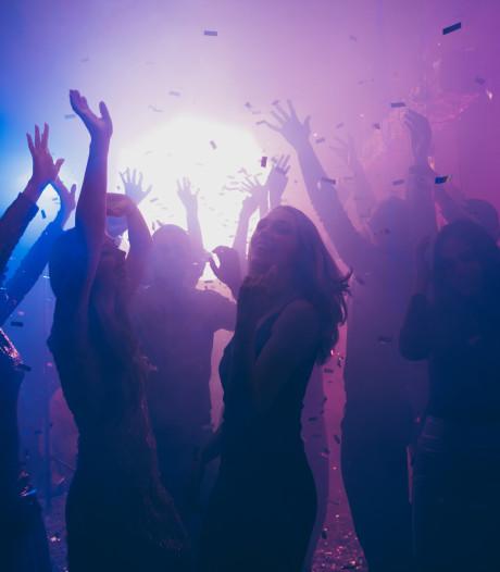 Gemeente woedend om 'Alle Duitsers zijn homo' tijdens bevrijdingsfeest in discotheek
