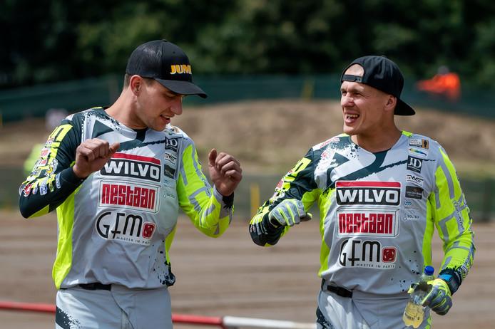 Etienne Bax (l) en Kaspars Stupelis na de GP van Lommel. Archiefbeeld.