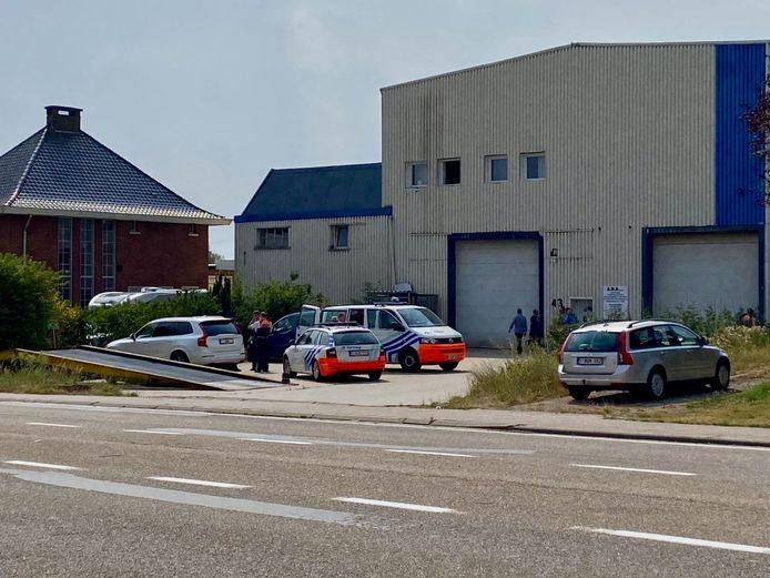 MECHELEN - De politie kwam na de overval massaal ter plaatse. De slachtoffers werden in de loop van deze namiddag verhoord.