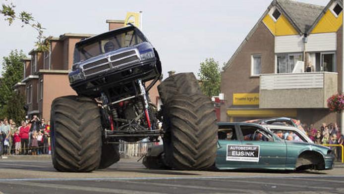 Archiefbeeld van het ongeluk met de monstertruck in Haaksbergen