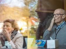 Ursula spreekt dementerende geliefde via Kuierbox in Enschede: 'Ik zeg dat hij rustig moet blijven'