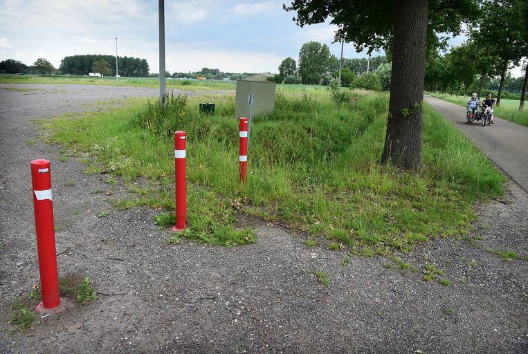 De plek (links) waar Veghel een wijkje wil laten bouwen met woningen voor arbeidsmigranten.  Beeld Marcel van den Bergh