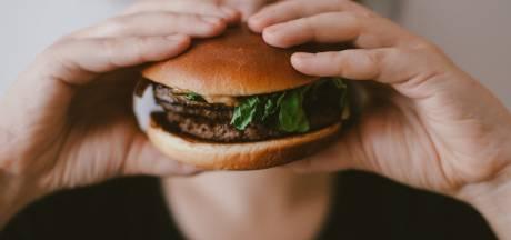 Het is vandaag Internationale Hamburgerdag! Drie chefs serveren hun lekkerste recepten