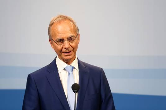 Minister Kamp reageert blij op de nieuwe ranking van het WEF. De bewindsman citeerde afgelopen jaren veelvuldig alle ranglijsten waar Nederland hoog op stond.