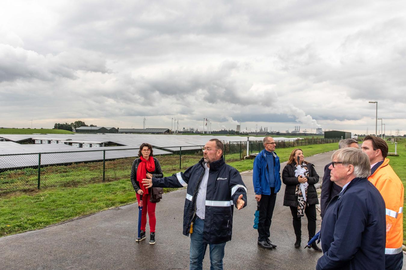 In Reimerswaal zijn nu twee zonneparken gerealiseerd. Eén bij de waterzuivering van Brabantse Delta bij Bath en één langs het  Schelde-Rijnkanaal.