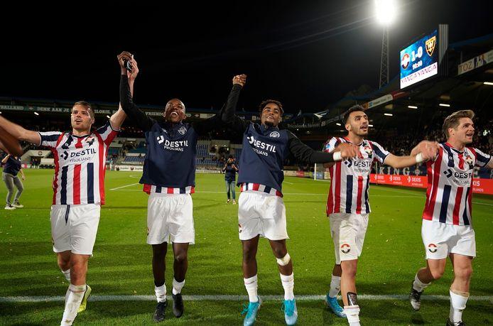 Jhonny Quiñonez (tweede van links) is een van de maximaal drie Willem II-spelers die in januari kwalificatiewedstrijden voor de Olympische Spelen moet afwerken.