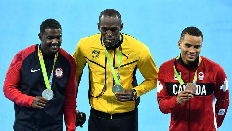 Het podium van de 100 meter op de Spelen in Rio: zilveren Gatlin, gouden Bolt en bronzen De Grasse.
