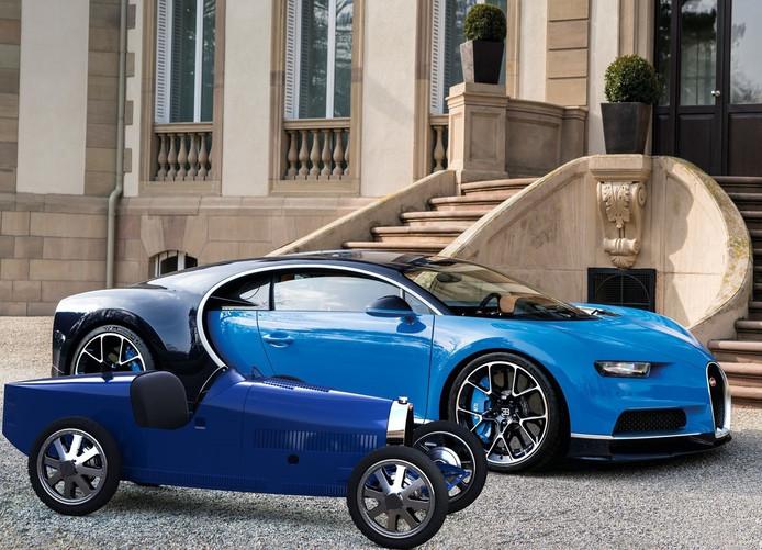 Een moderne Bugatti op ware grootte en de elektrische miniatuurversie van de klassieker uit 1924