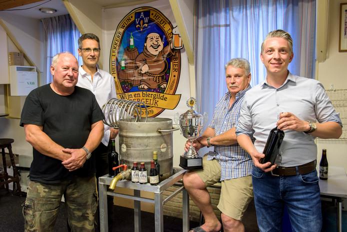 Peter Bax, Geert Smits, Huub Vereggen en Krijn van Heusden (vlnr) zijn op zoek naar ruimte.