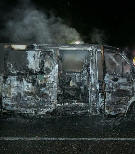 Man beroofd van bestelbus in Renkum, voertuig later brandend gevonden