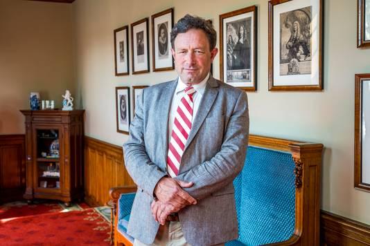 Eerste-Kamerlid Paul Frentrop mág de zetel van Hiddema overnemen.