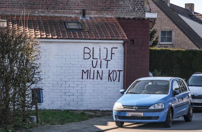 De boodschap op de gevel van deze woning langs de Pijplap in Gullegem is duidelijk.