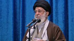 """Khamenei: """"Vliegtuigdrama mag offer van generaal Soleimani niet doen vergeten"""""""
