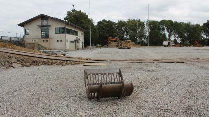 Aanleg kunstgrasveld loopt vertraging op