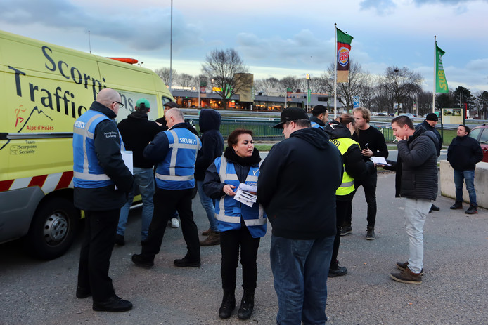 NAC-supporters moeten onderweg langs de A58 hun kaartje omwisselen.