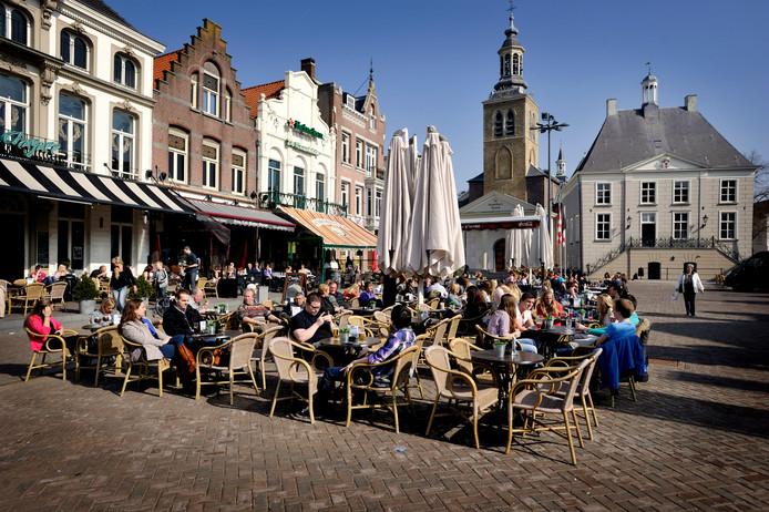 Terrassen op de Roosendaalse Markt. Foto uit het vroege voorjaar van 2012.