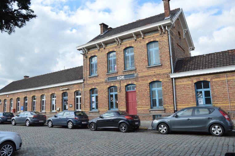 KSA Sint-Lut Haaltert huist momenteel in een deel van het stationsgebouw van Ede.