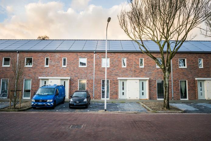 Lantaarnpaal midden in parkeervak in Eindhoven.