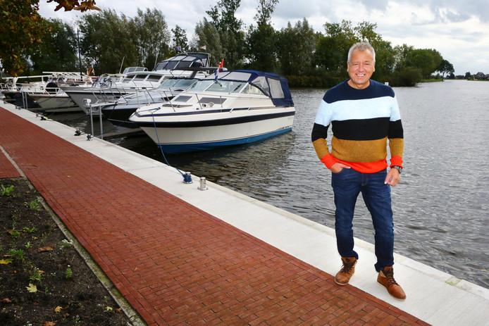 Wim Mulckhuijse bij de haven van Meerkerk.
