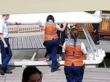 Asociale bezoekers bespugen en besmeuren bootje Efteling, beveiliging laat ze alles zelf schoonmaken
