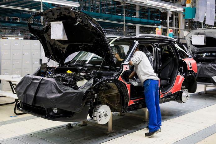 Bij voestalpine Automotive in Bunschoten-Spakenburg verdwijnen 50 van de 900 banen.