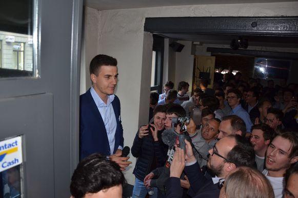 Dries Van Langenhove werd meermaals getrakteerd op luid applaus en gejuich van de aanwezige studenten.