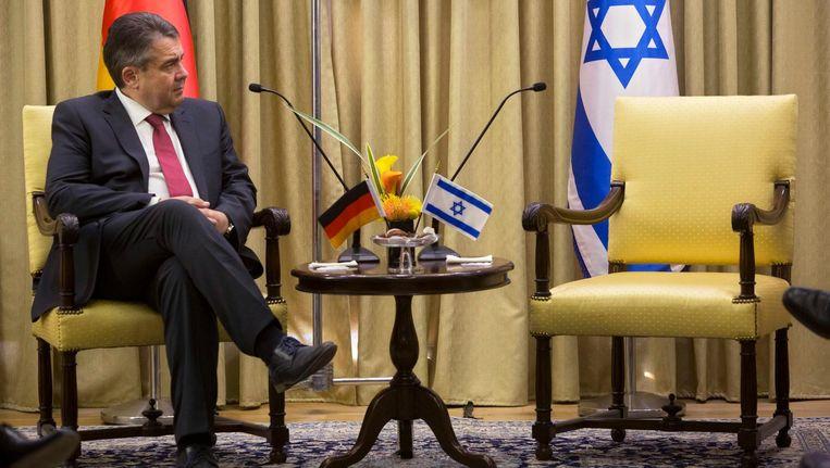 De Duitse minister van Buitenlandse zaken Sigmar Gabriel voorafgaande aan zijn ontmoeting met de Israëlische president Reuven Rivlin, dit bezoek ging wel door. Beeld ap