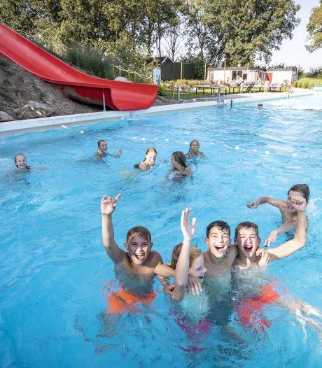 Frisse duik? Nazomer komt te laat voor meeste buitenzwembaden in regio