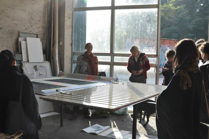 Zeven kunstenaar uit Hamburg op atelierbezoek.